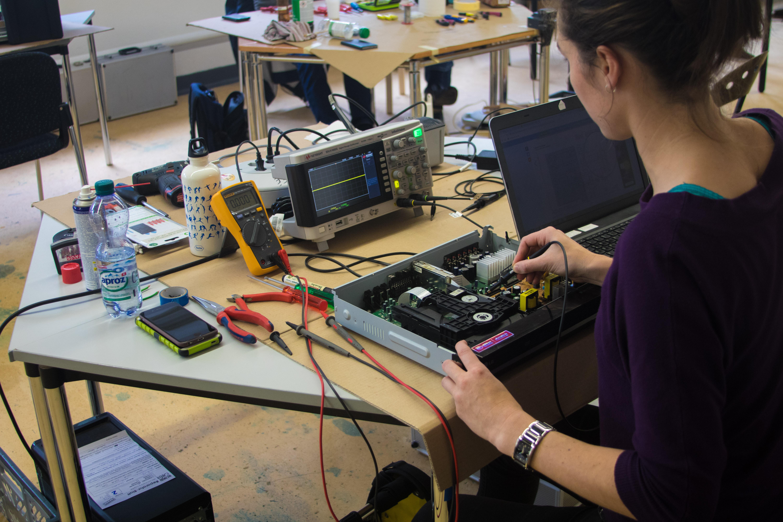 Oscilloscope Repair Café CControls